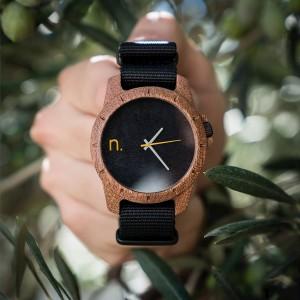 Stylové pánské dřevěné hodinky černé s šedými a žlutými ručičkami