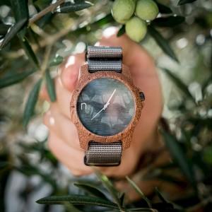 Pánské náramkové hodinky z dřeva s šedým ciferníkem