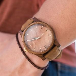 Dřevěné náramkové hodinky v hnědé barvě pro pány