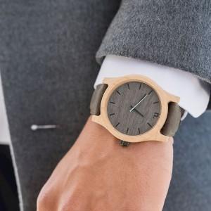 Stylové dřevěné náramkové hodinky s modrou vteřinovou ručičkou