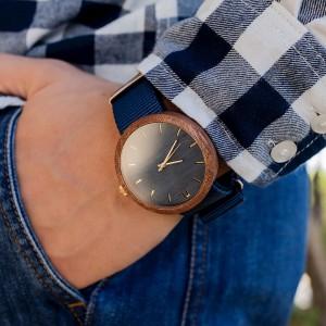 Modré pánské dřevěné hodinky s textilním řemínkem