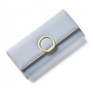 Světlešedá dámská peněženka se zlatou kruhovou sponou