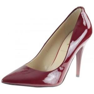 Oblíbené dámské lodičky červené barvy s vysokým podpatkem