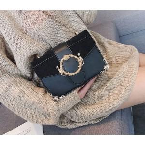 Stylová černá dámská kabelka se zlatými detaily