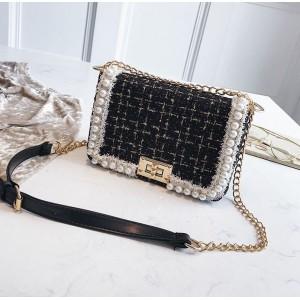 Dámská elegantní černá crossbody kabelka s perličkami