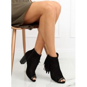 Dámské černé dírkované kotníkové boty na hrubém podpatku