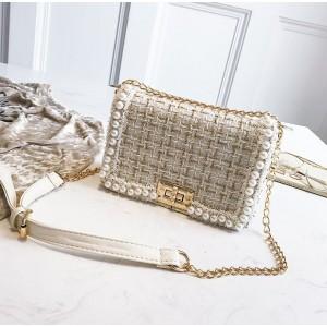 Elegantní crossbody kabelka s perličkami a zlatými detaily
