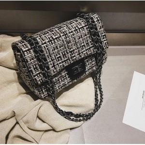 Dámská černá stylová kabelka se zapínáním na zip