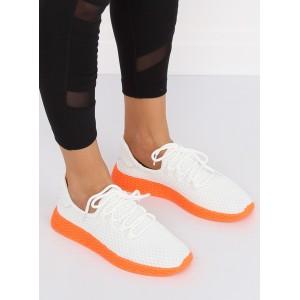 Pohodlná dámská sportovní obuv s oranžovou podrážkou