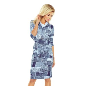 Modré dámské šaty s rolákem a motivem záplat