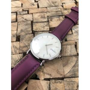 Dámské náramkové hodinky s bílým ciferníkem a fialovým řemínkem