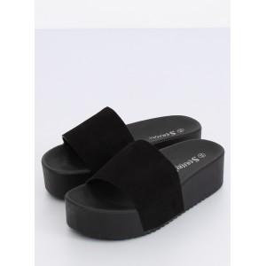 Letní dámské nazouváky na vysoké podrážce černé barvy
