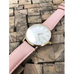 Náramkové dámské hodinky s růžovým řemínkem a zlatým ciferníkem