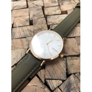 Moderní dámské hodinky se zlatým ciferníkem a zeleným řemínkem