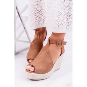 Semišové hnědé sandálky na platformě z pletence