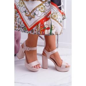 Vysoké béžové semišové sandály na léto s plným podpatkem