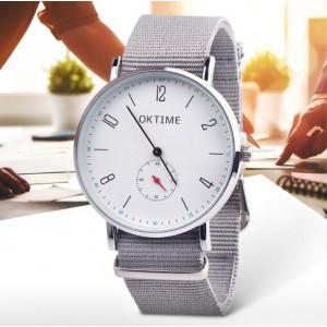 Sportovní dámské hodinky s textilním řemínkem a stříbrným ciferníkem