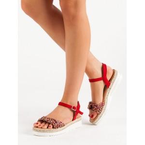 Dámské červené sandály na nízké podrážce s pletencem