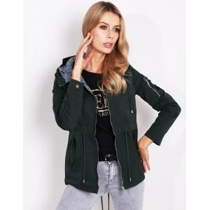 Moderní dámská jarní bunda zelená s nášivkami na rukávu