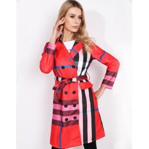 Dámský stylový červený jarní kabát módního designu s páskem