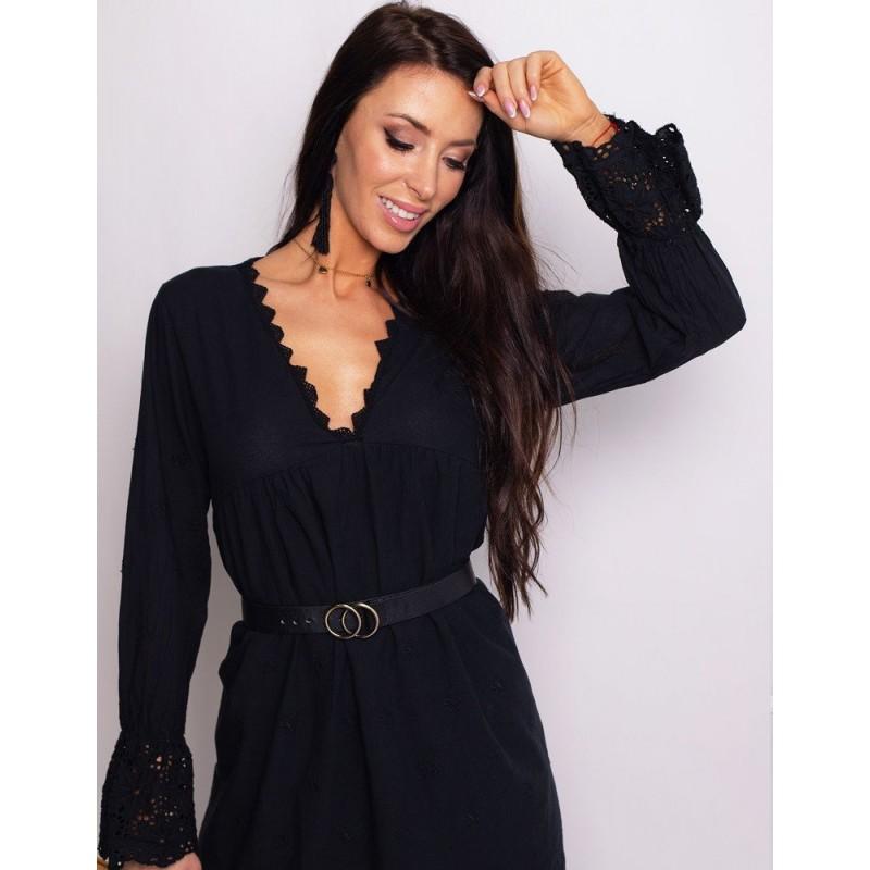 bb004c1f94c5 Černé krátké bavlněné šaty s krajkou a véčkovým výstřihem