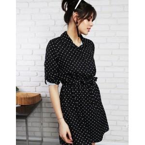 Retro puntíkované šaty s páskem černo bílé barvy