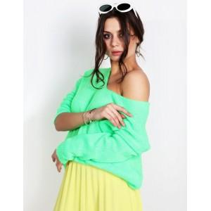 Trendy dámský svetr v módní neonově zelené jarní barvě