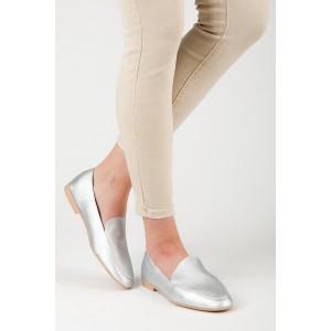 Moderní dámské mokasíny ve stříbrné barvě s ostrou špičkou