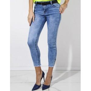 Dámské 3/4 modré džíny s ozdobnou aplikací knoflíků na boku