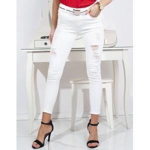 Stylové letní dámské rifle v bílé barvě s módními dírami
