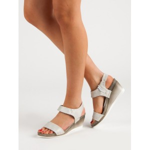 Dámské pohodlné sandály v bílo stříbrné barvě na platformě