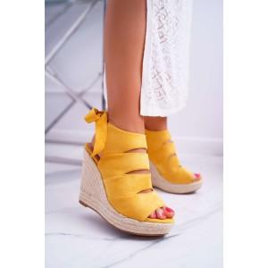 Krásné letní dámské sandály na platformě ve žluté barvě