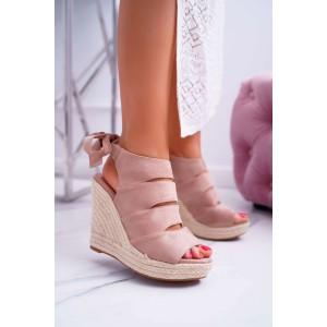 Originální růžové dámské semišové sandály na vysoké platformě