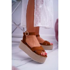 Hnědé dámské sandály na vysoké platformě