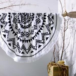Bílá kulatá plážová osuška v aztéckém motivem