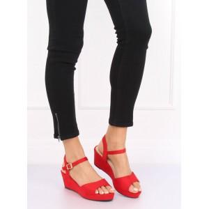 Letní dámské červené sandály na platformě s řemínkem kolem nohy