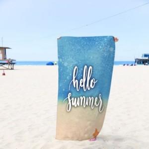 Modrá osuška na pláž s nápisem summer