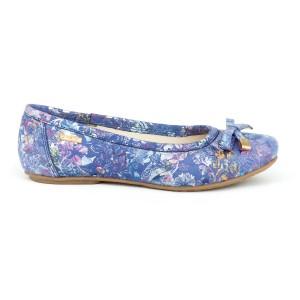 Krásné dámské modré kožené balerínys květinami a mašličkou