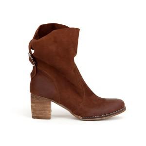 Hnědé dámské kožené boty s bočním zipem a přezkou