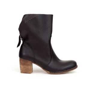 Luxusní dámské černé kožené kotníkové boty kovbojky s přezkou