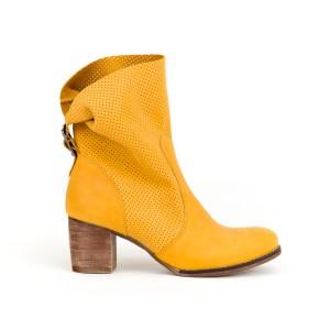 Stylové dámské kožené boty kovbojky v krásné žluté barvě