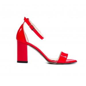 Společenské dámské kožené lakované červené sandály na podpatku