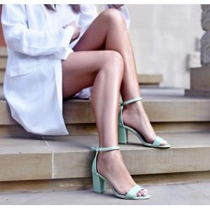 Stylové dámské kožené sandály v zelené barvě s plným podpatkem