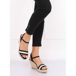 Černé dámské sandály s bílým pruhem a zapínáním na řemínek