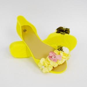 Krásné letní gumové balerínky s kytičkami ve výrazné žluté barvě