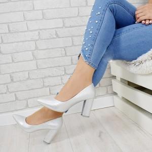Elegantní dámské stříbrné lodičky na módním tlustém podpatku