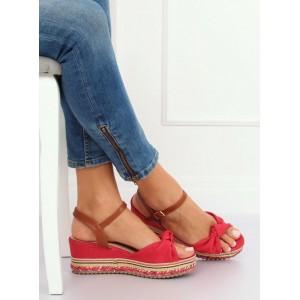 Červené dámské sandály na platformě s vázáním kolem nohy