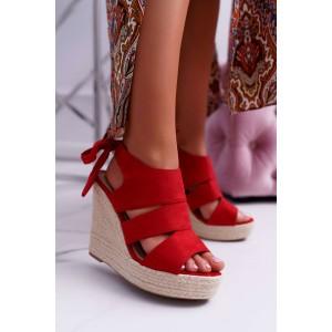 Červené dámské semišové sandály na vysoké pletencový platformě