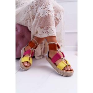Stylové dámské sandály v kombinaci barev a na pletencový platformě
