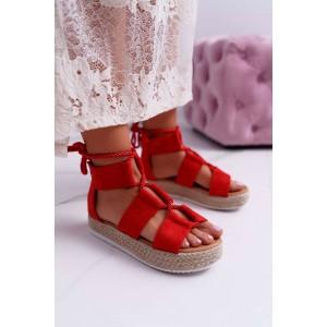 Originální dámské červené sandály na platformě s designovým vázáním